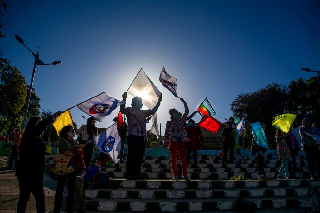 Las banderas del apruebo.